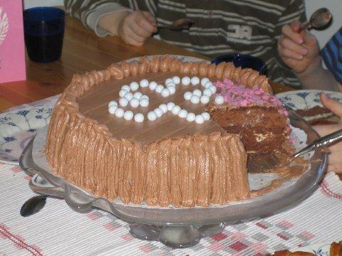 suklainen täytekakku Riihimaki
